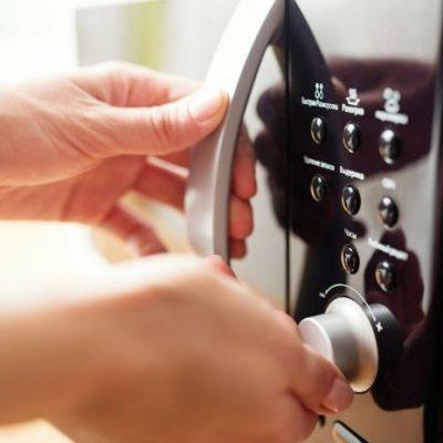 i-5-alimenti-da-non-cucinare-con-il-forno-a-microonde